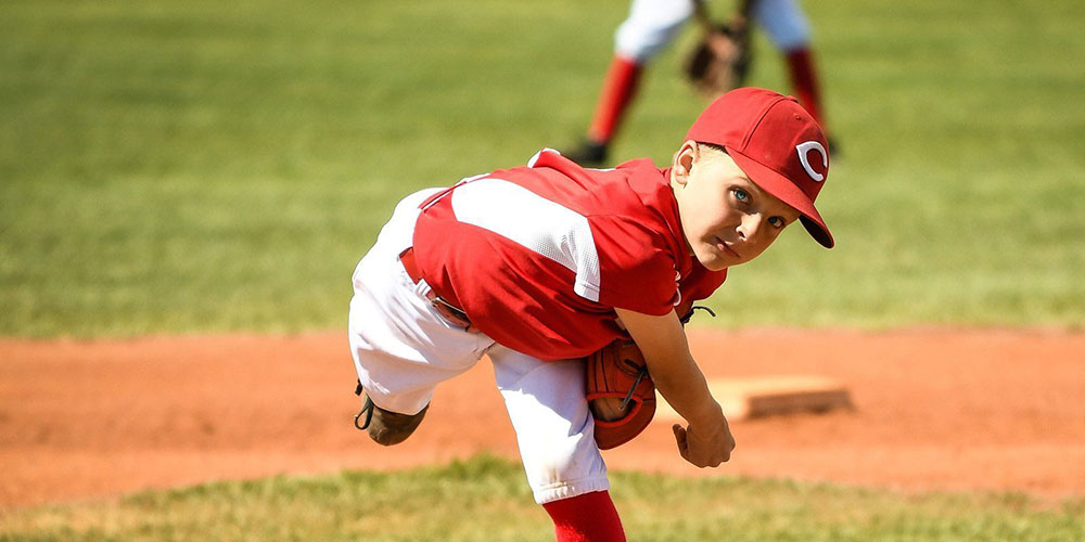 bb player pitching
