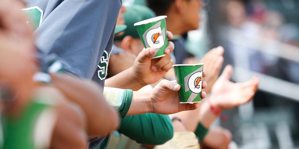 bb players drinking gatorade cups